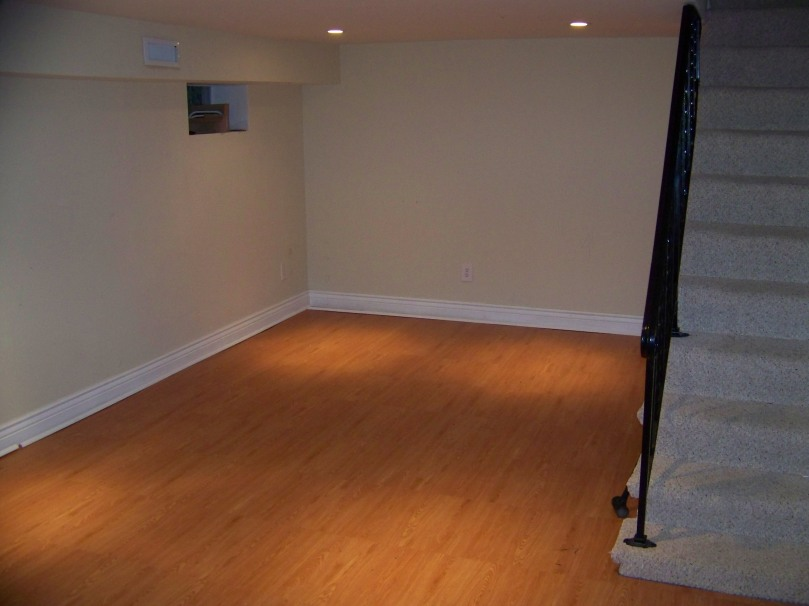 Place n go selectech inc for Bare floor meaning